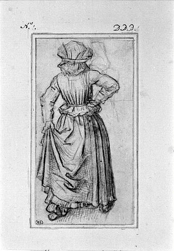 Femme marchant, vue de dos