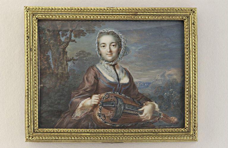 CHARLIER Jacques : Jeune femme assise dans un paysage, jouant de la vielle