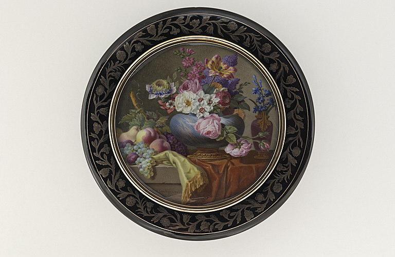 MAILLY Barnabé Augustin de : Vase bleu monté en bronze doré, garni de fleurs