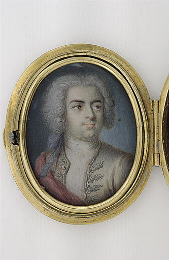 Portrait d'homme, en buste, les cheveux poudrés en habit gris_0