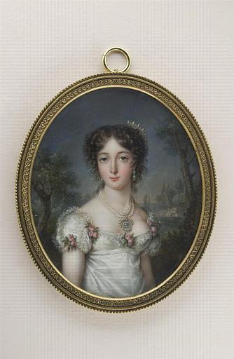 Portrait de jeune femme, à mi-corps, dans un paysage