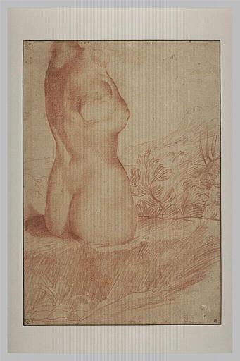 Torse de statue féminine antique, dans un paysage