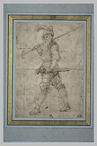 Soldat marchant vers la gauche, la lance sur l'épaule droite