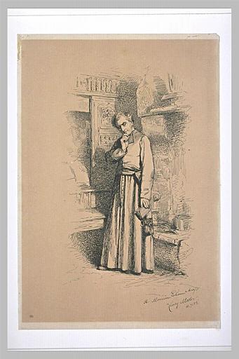 Prêtre debout, près d'une cheminée