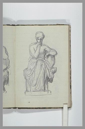 Une femme, à demi drapée, assise sur un socle, vue de face