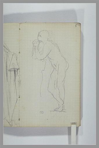 Un homme nu, debout, accoudé sur un haut de socle