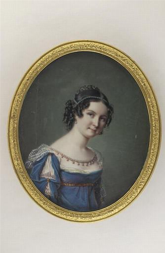 Portrait de jeune femme, vue en buste et de trois quarts