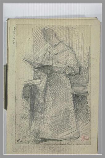 Femme debout, devant une table, lisant, de trois quarts vers la gauche_0