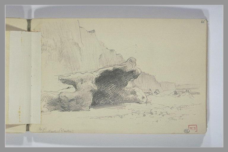 Bords de mer avec gros rochers au premier plan et falaises dans le fond_0