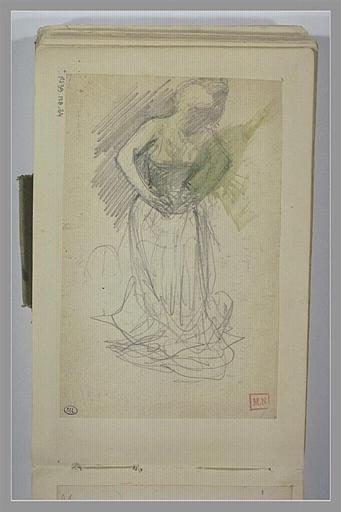Femme debout, de trois quarts vers la droite, ajustant son corset_0