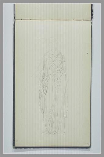 Une femme, debout, drapée à l'antique
