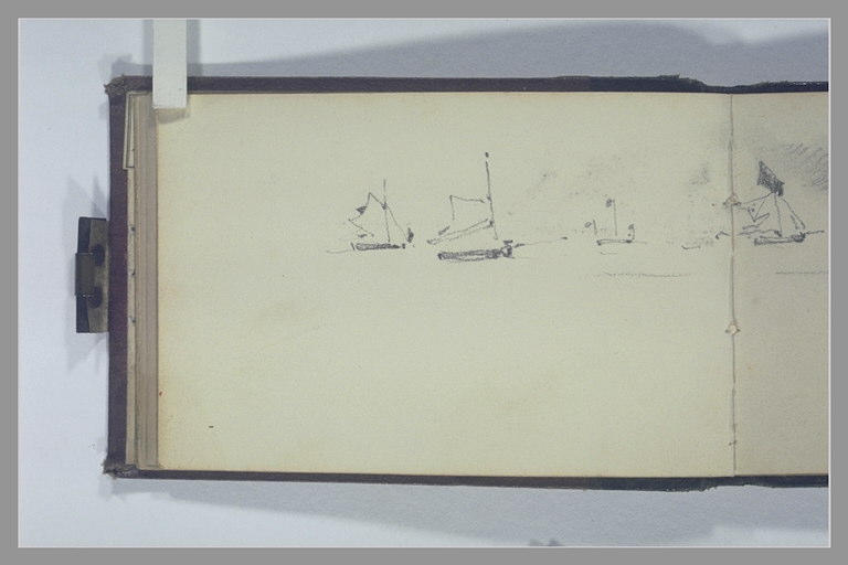 Deux bateaux à voile et une balise