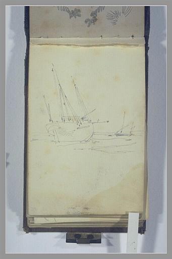 Un voilier échoué et un autre bateau