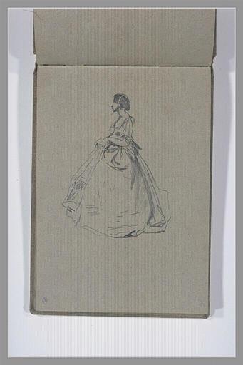 Femme, vêtue d'une robe, debout, de profil vers la gauche_0