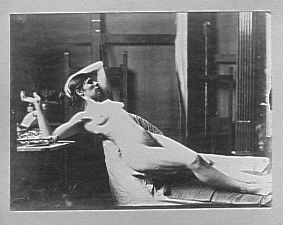 Modèle féminin couchée dans l'atelier de Gustave Moreau : pose pour Sémélé_0