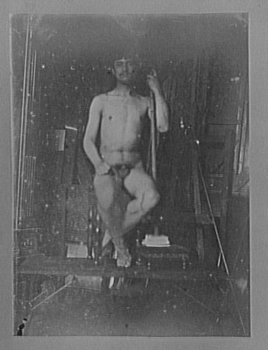 Modèle masculin dans l'atelier de Gustave Moreau : pose pour La Fleur mystique_0