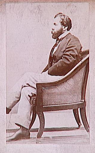 Portrait de Gustave Moreau de profil assis dans un fauteuil (août 1874)_0