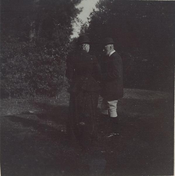 Robert d'Orléans duc de Chartres (1840-1910) et son épouse lors d'une chasse à courre en Chantilly_0
