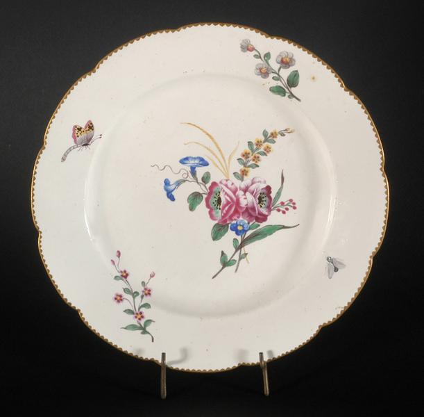 Assiette à bouquet fleuri, roses, liserons bleus, gerbe d'herbes, et papillon