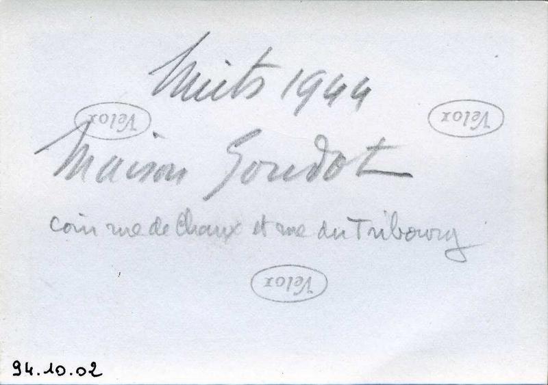 anonyme (photographe) : Nuits 1944 / Maison Goudot / coin rue de Chaux et rue du Tribourg (titre inscrit)