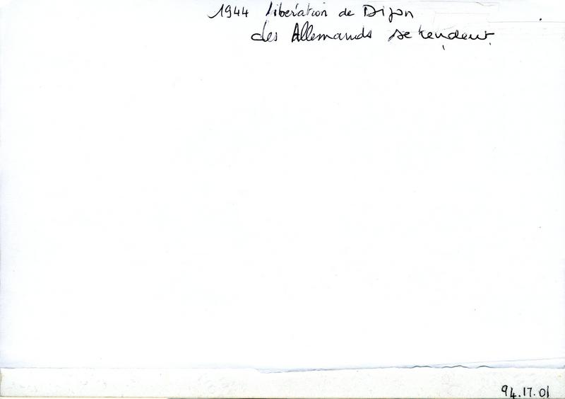 1944 Libération de Dijon / des Allemands se rendent (titre inscrit)_0