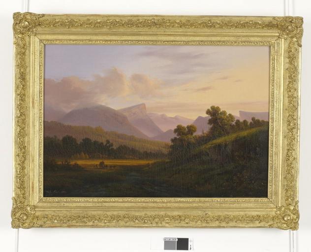 Paysage de montagne au soleil couchant_0