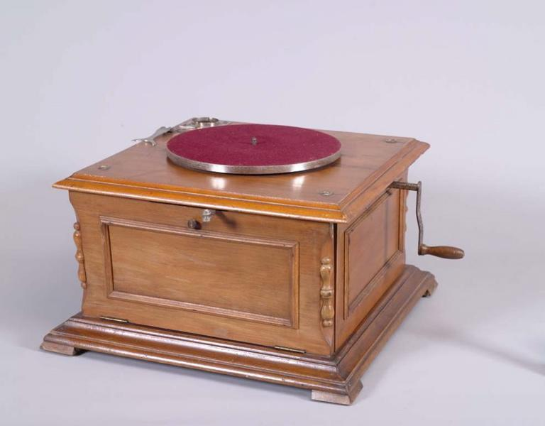 Phonographe à pavillon_0
