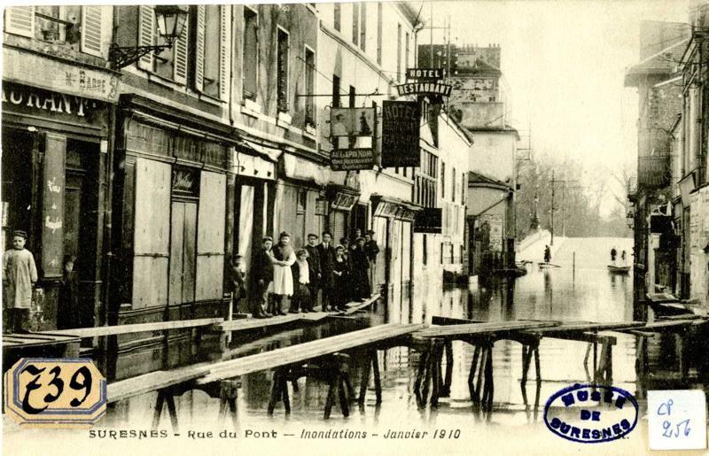anonyme : Suresnes. Rue du Pont. Inondations. Janvier 1910