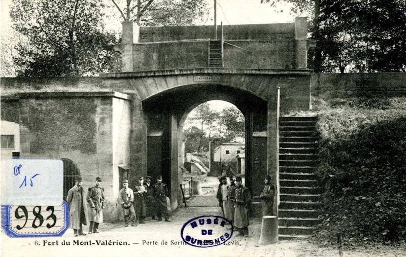 anonyme : Fort du Mont Valérien. Porte de sortie. Le pont-levis