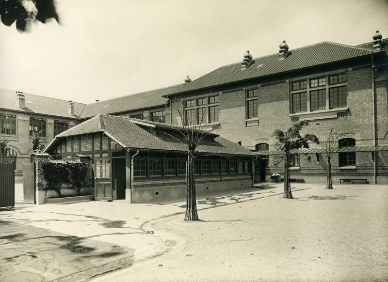 Ecole primaire Edouard Vaillant de la cité-jardins - Cour et bâtiment des toilettes de l'école de filles (Titre fictif)_0