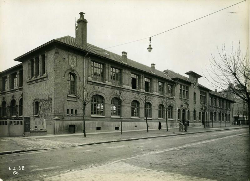 STUDIO CHEVOJON (photographe) : Ecole primaire Edouard Vaillant de la cité-jardins - Façade sur l'avenue Edouard Vaillant (Titre fictif)