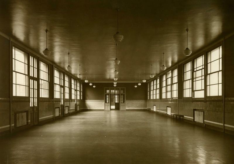 anonyme : Ecole primaire Aristide Briand de la cité-jardins - Vue intérieure du préau (Titre fictif)