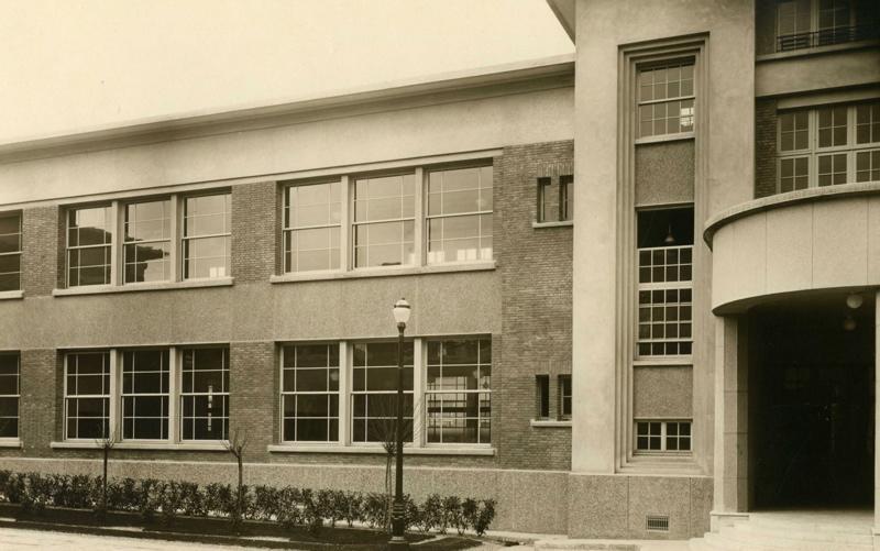 anonyme : Ecole primaire Aristide Briand de la cité-jardins - Cour de récréation (Titre fictif)