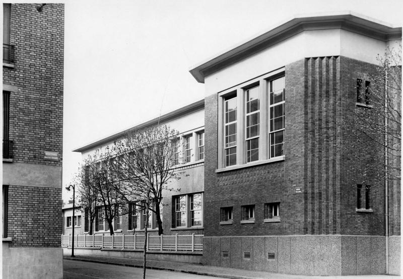 Ecole primaire Aristide Briand de la cité-jardins - Façade à l'angle de l'avenue Wilson et du boulevard Briand (Titre fictif)