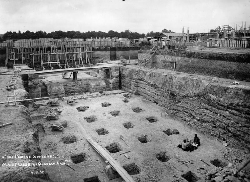 STUDIO CHEVOJON (photographe) : Ecole primaire Aristide Briand de la cité-jardins - Piscine en construction (Titre fictif)