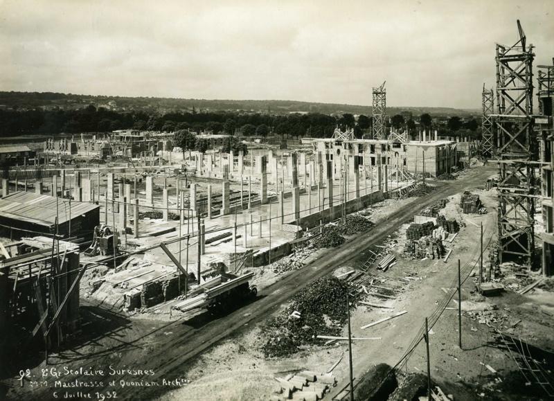 STUDIO CHEVOJON (photographe) : Ecole primaire Aristide Briand de la cité-jardins en construction (Titre fictif)