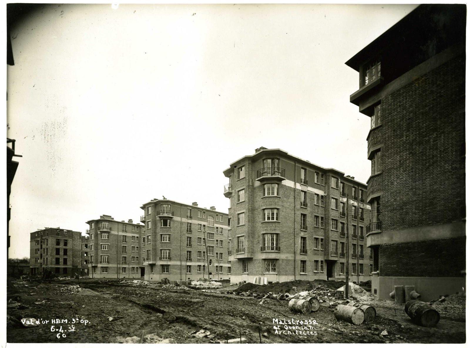 Vue de la cité-jardins en construction - Immeubles collectifs (Titre fictif)_0