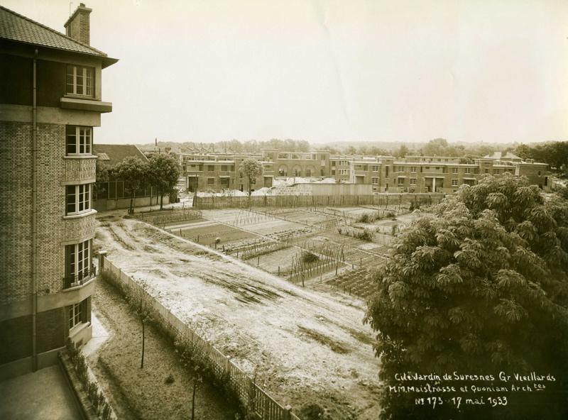 STUDIO CHEVOJON (photographe) : Vue de la cité-jardins en construction - Résidence de personnes âgées Locarno (Titre fictif)