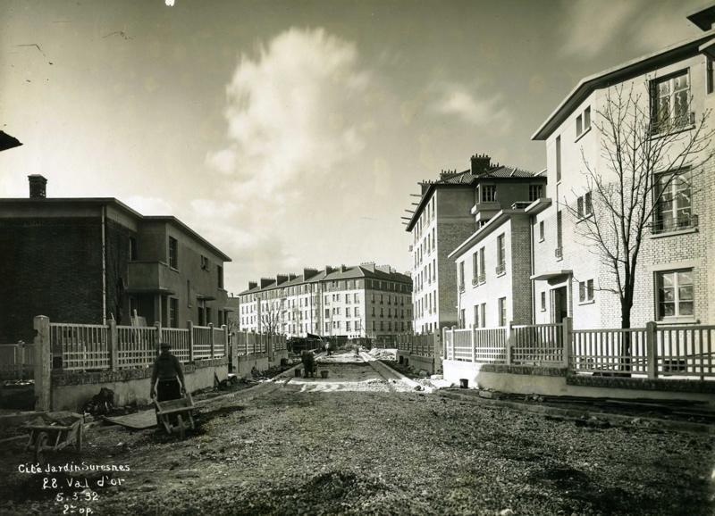 STUDIO CHEVOJON (photographe) : Vue de la cité-jardins en construction (Titre fictif)