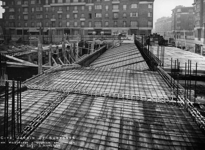 STUDIO CHEVOJON (photographe) : Centre social de la cité-jardins en construction (Titre fictif)