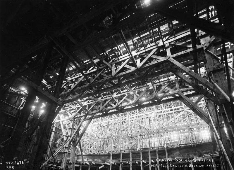 STUDIO CHEVOJON (photographe) : Centre social de la cité-jardins - Vue intérieure de la construction (Titre fictif)