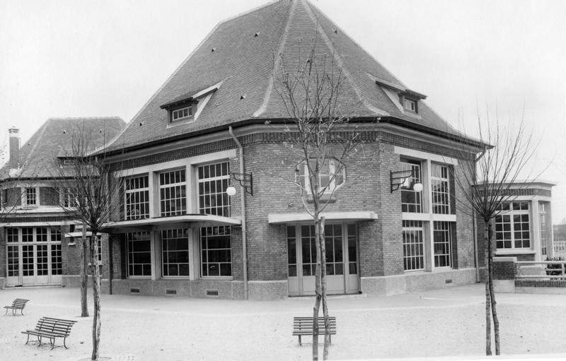 anonyme : Ecole maternelle Wilson de la cité-jardins - Façade de la cour intérieure (Titre fictif)