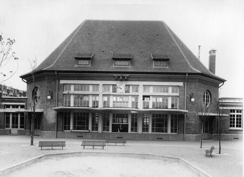 anonyme : Ecole maternelle Wilson de la cité-jardins - Façade du préau (Titre fictif)