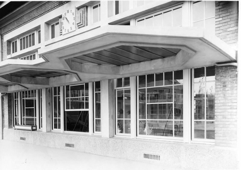 Ecole maternelle Wilson de la cité-jardins - Détail de la façade du préau (Titre fictif)_0
