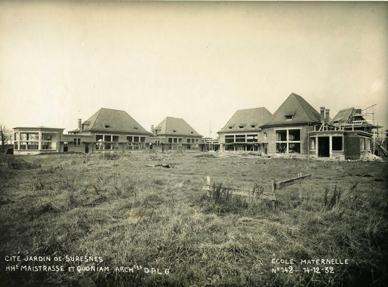 STUDIO CHEVOJON (photographe) : Ecole maternelle Wilson de la cité-jardins en construction (Titre fictif)