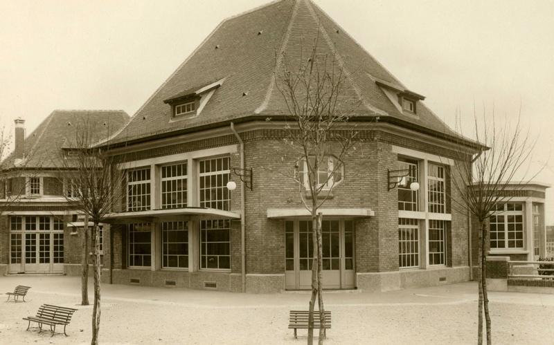 anonyme : Ecole maternelle Wilson de la cité-jardins : façade de la cour intérieure (Titre fictif)