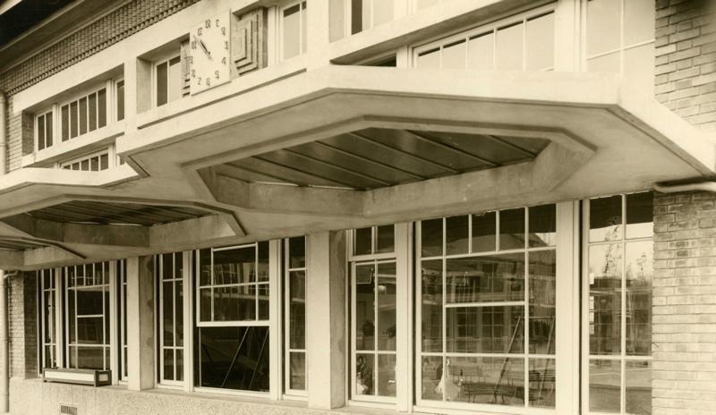 anonyme : Ecole maternelle Wilson de la cité-jardins - Détail de la façade du préau (Titre fictif)
