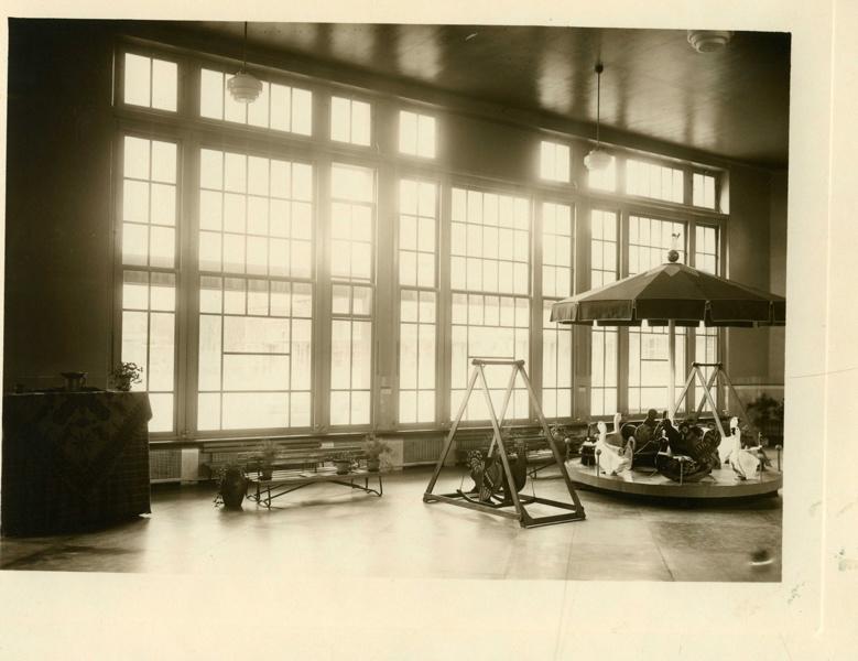 Ecole maternelle Wilson de la cité-jardins - L'intérieur du préau (Titre fictif)_0
