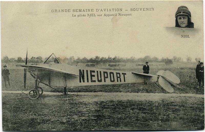 anonyme : Grande semaine d'aviation souvenir : Le pilot NIEL sur son appareil Nieuport