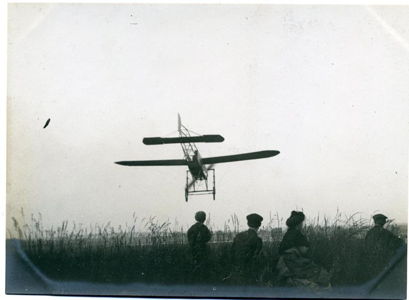 Monoplan Blériot à l'atterrissage_0
